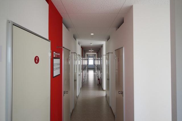 津久野駅北ライゼボックスの廊下