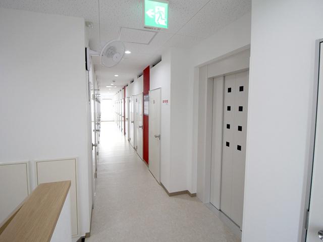 深阪矢谷ライゼボックス_2階廊下。エレベーター完備