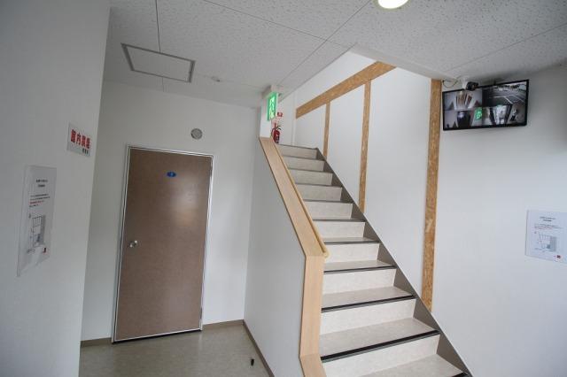 立花町ライゼボックス 階段